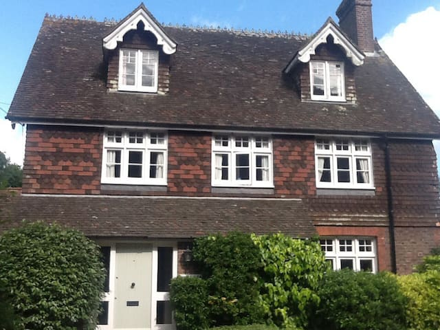 Large comfortable double room - Piltdown, East Sussex - Casa
