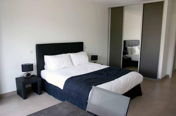 le lit avec placard