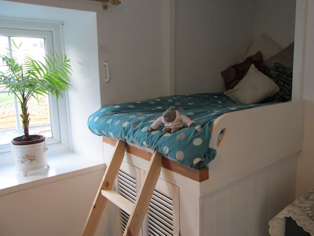 Adult sized raised bed in the second bedroom 1.8m long (as well as single bed)