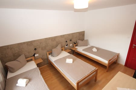 Modern private 3 bed room with A/C - Trebinje
