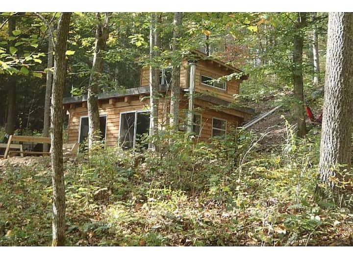 Peregrine Cabin - Off the Grid!