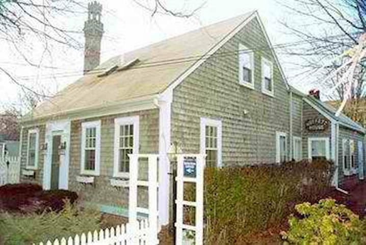 Moffett house inn - center of ptown - Provincetown - Talo
