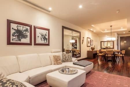 Luxury Apt in Sandton, Johannesburg - Sandton