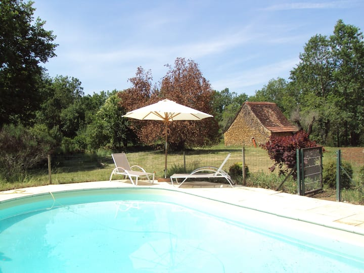 Cottage with swimming pool up to 12 people