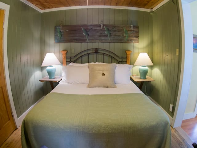 Front Porch Suite - Atlantic Street Inn