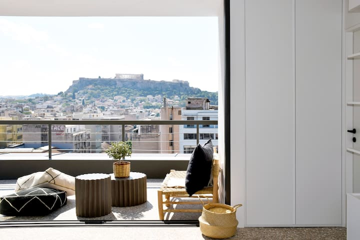 Market Loft with Unique Acropolis View