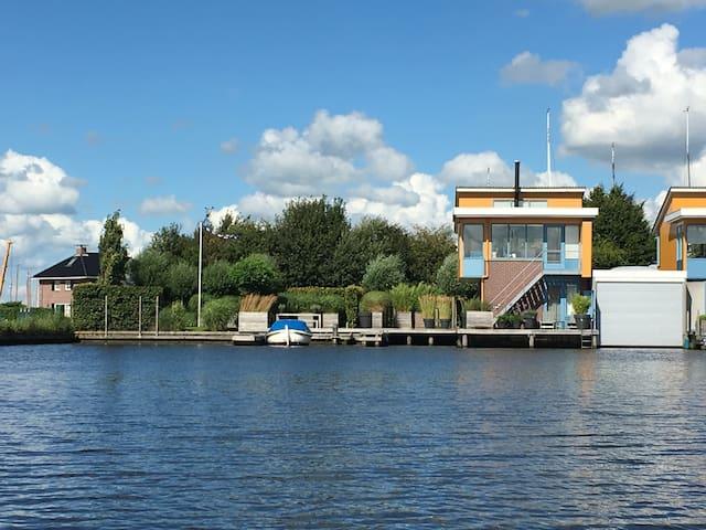 Fantastisch vakantiehuis in Heeg aan Heegermeer - Heeg - Villa