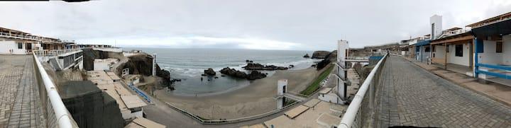 Playa La Encontrada, 115 km al sur de Lima - Asia