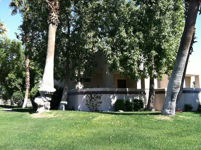 Desert Princess Poolside Getaway - Cathedral City - Condominium