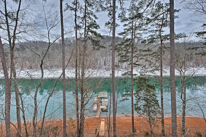Cozy Lakefront Cabin in Quiet Cove w/Private Dock!