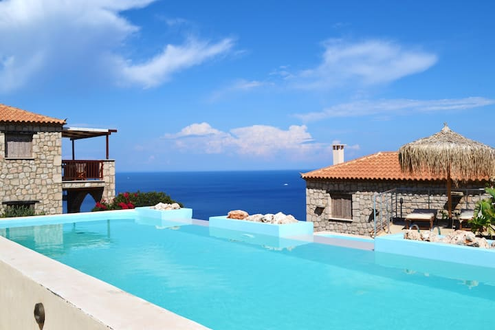 Traditional Stone Villa with amazing Sea View!