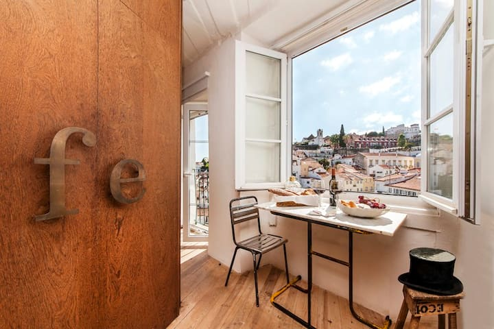 Amazing apartment and view @ Alfama 1