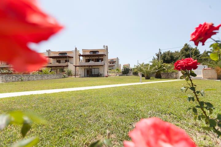 Exquisite villa near the sea afytos - Afytos - Ev