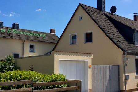 FeWo mit Terrasse u. DZ mit Balkon - Helmstedt - アパート