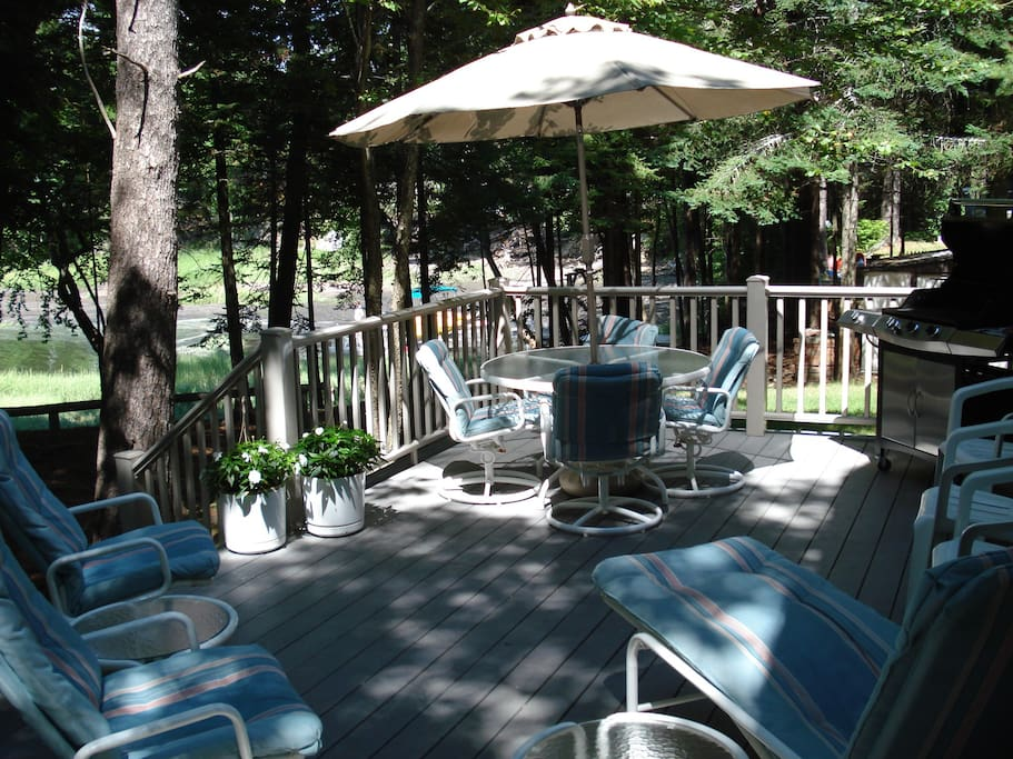 Large deck close to the water. Grill & lots of seating options.