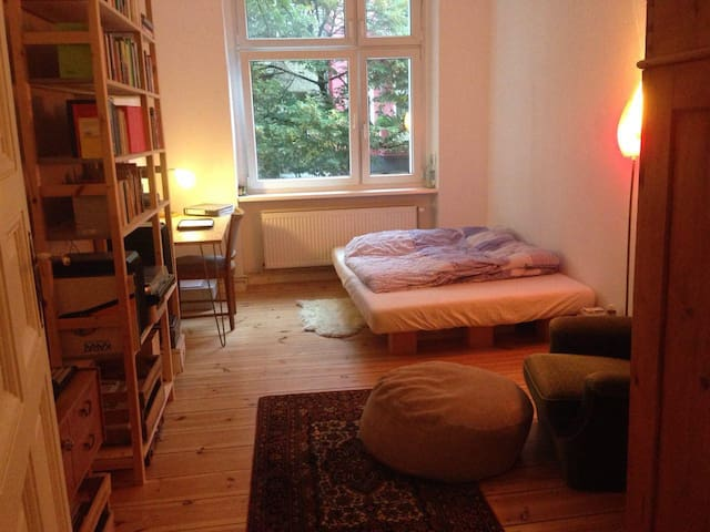 Nice 2-room apartment in the center of Neukölln