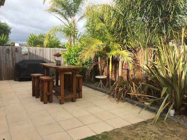 Sunny Beach House 3mins from beach - Papamoa - Dom
