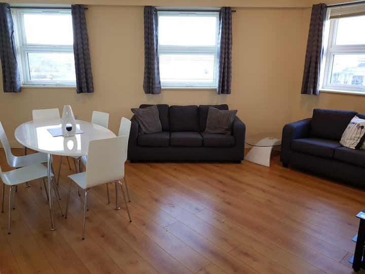 Self Contained 2Bed Apt, near Hospital & Ships