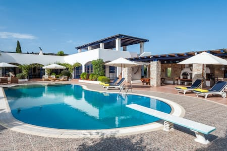 VIP Beach Villa with great gardens - Thermisia