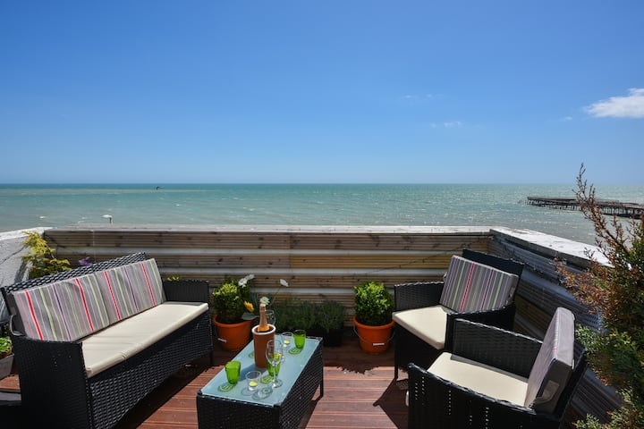 Stunning sea view 3 bed room apartment 2 bath room