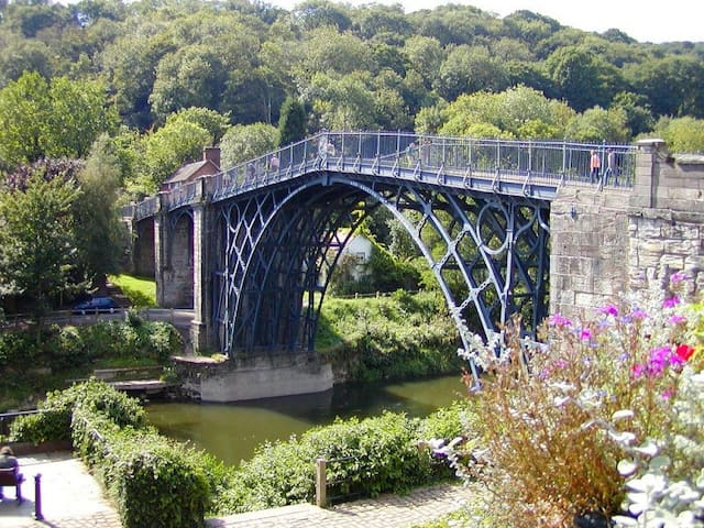 Madeley Guesthouse Near Historic Ironbridge
