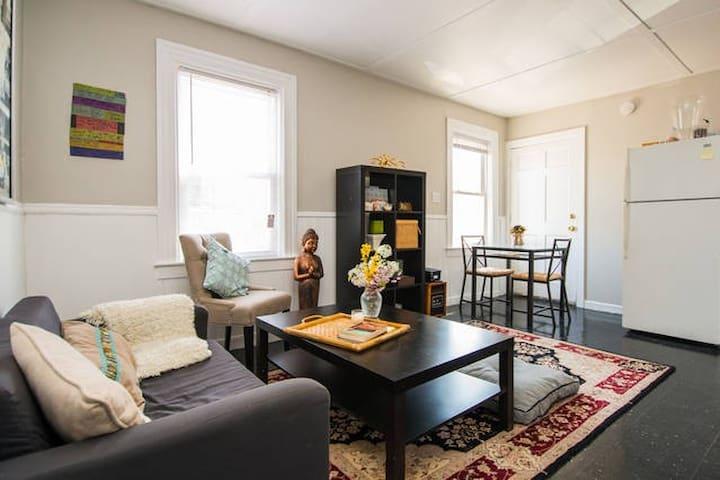 Bay windowed bedroom - Providence