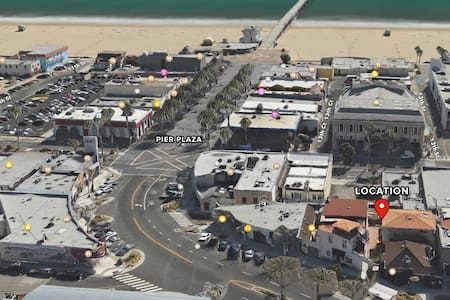 Block From Beach w/ Parking on Pier - Hermosa Beach