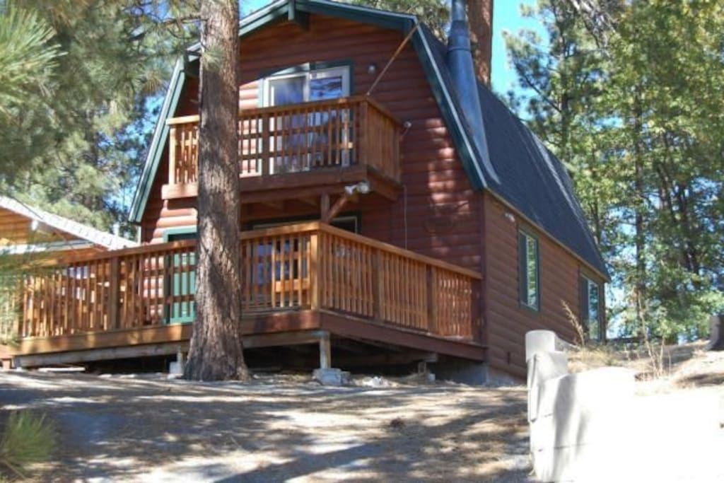 Mountain views near lake golf hiking and zoo cabins for Cabins to rent in big bear