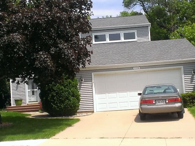 EAA 4 bdrm rental in Oshkosh off 41 - Oshkosh - House