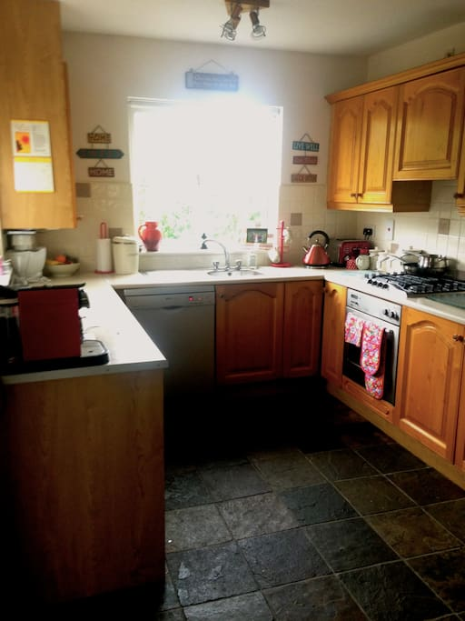 Fully equipped kitchen with all mod cons
