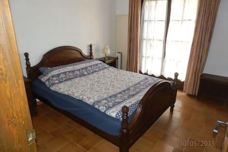 Belle chambre avec terrasse entre Mer & Montagne - Estartit - 家庭式旅館