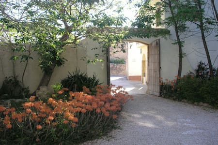Beautiful room in a unique mansion - Banyeres del Penedes