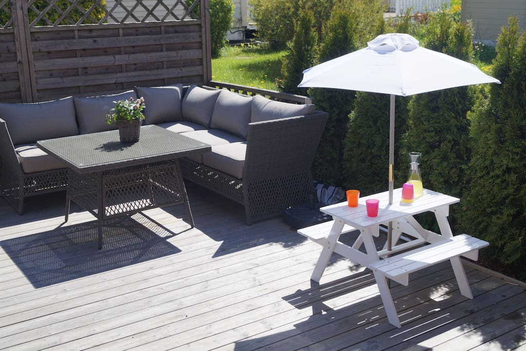 Outdoor - eating lounge and children's table