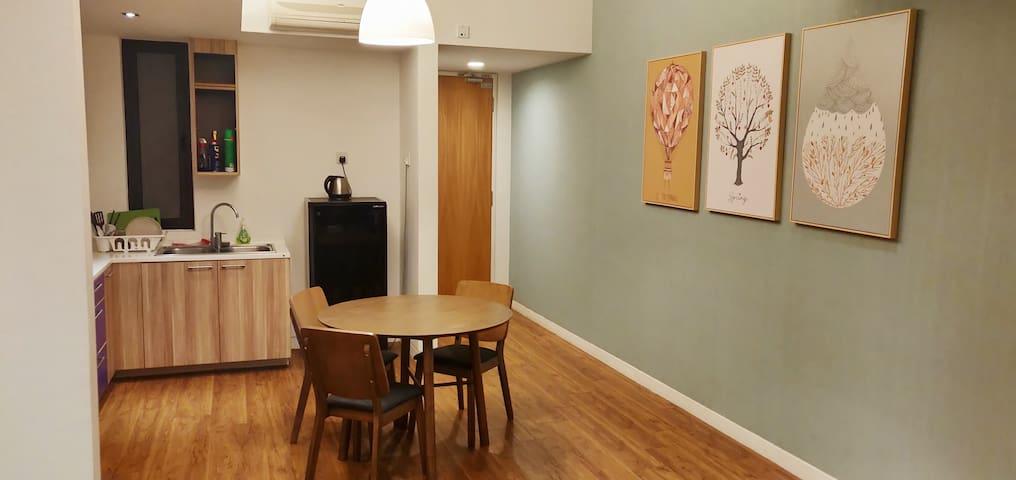 Large studio apartment for 2 in KL. 5mins jln alor