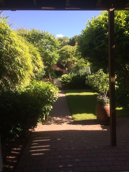 Et kig ud i den dejlige have