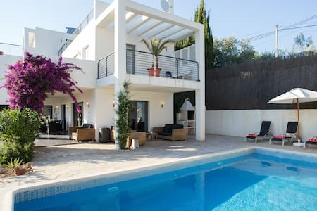 Holiday Villa in Sitges Hills - Sitges - Villa