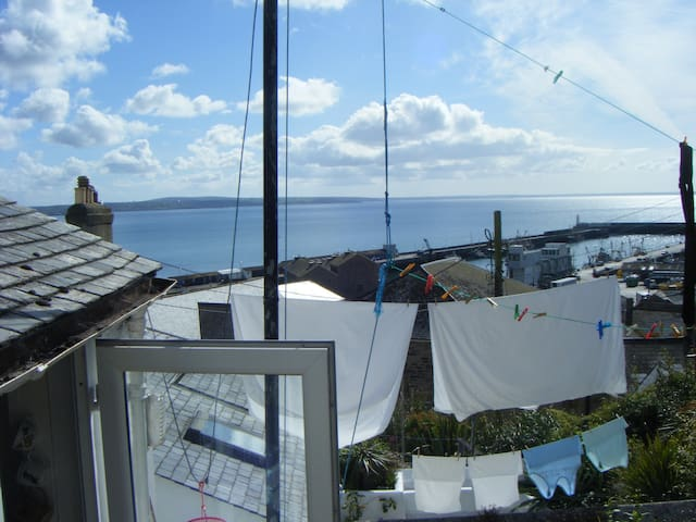 Quiet Double Room, Stunning View - Newlyn - Hus
