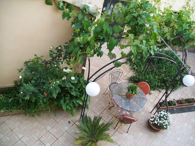 "Appartamento con giardino"" A casa di Gesuè"""