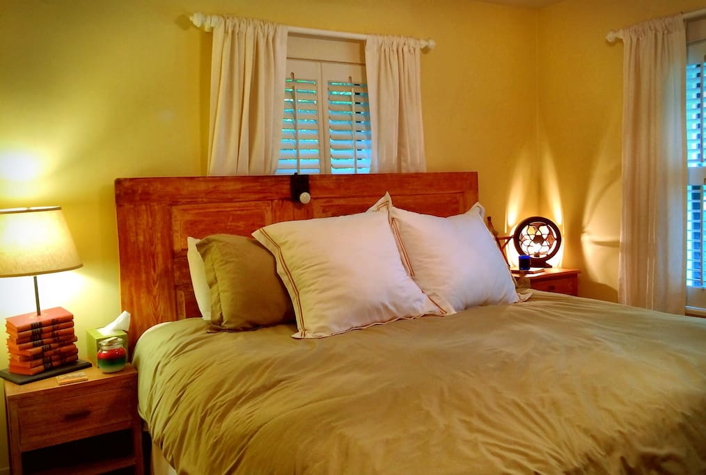 Queen-size bed in all three bedrooms.