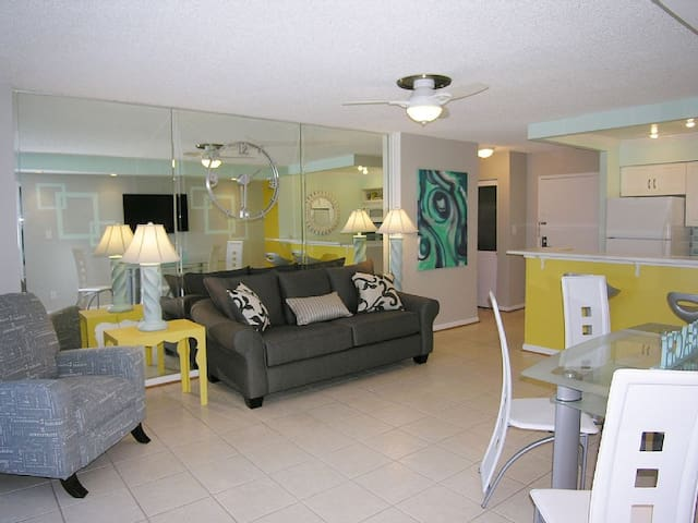 Oceanfront Walkout To Beach 2 Bedroom Condo Condominiums For Rent In Virginia Beach