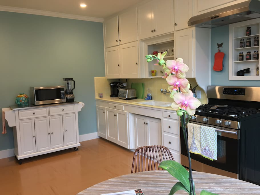 Very large kitchen with window seating and all new appliances