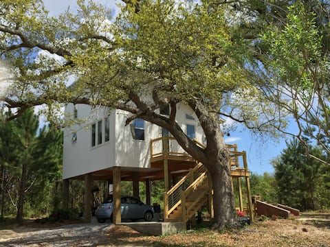 Eco-Beach House in the Trees!