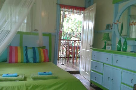 Small studio with tropical vibe!