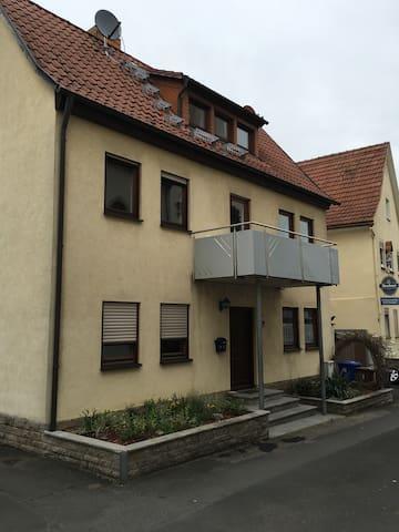 Großes Haus mit 4 Zimmer Goßmannsdf bis 8 Person - Ochsenfurt - บ้าน