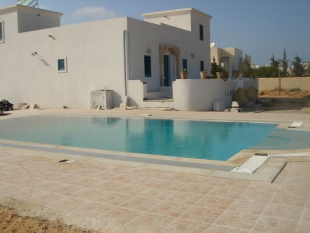 Djerba Villa en face Lagune Piscine - Tezdaine - Huis