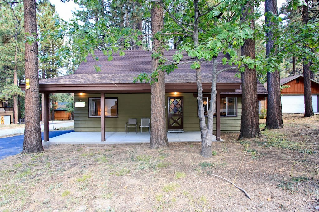 Cabin in the pines walk to snow summit cottages for Big bear lakefront cabins for rent