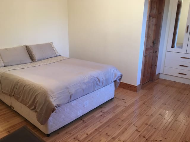 3 Rooms near Cork Airport (Double, Single & Twin) - Cork - Haus