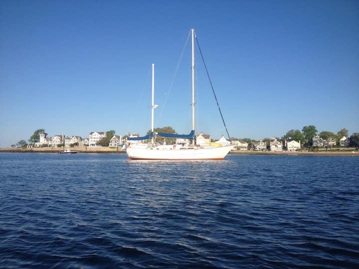 Vineyard Haven Sailboat, Port 2 Berth Cabin