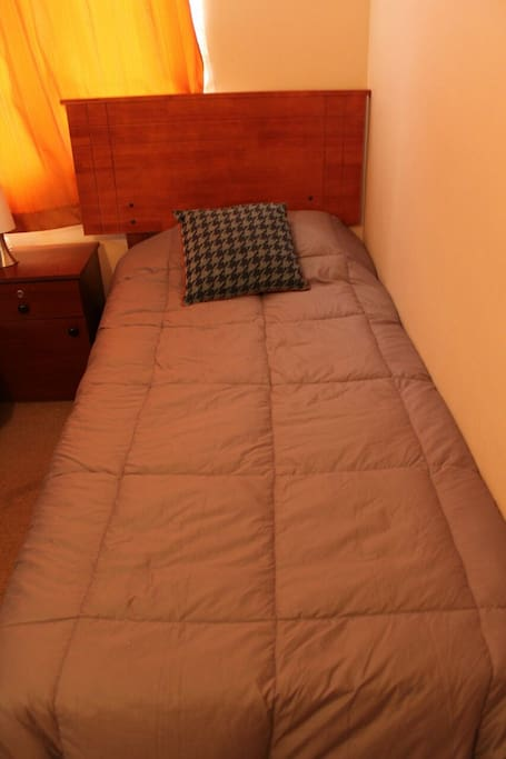 Dormitorio 2, con 3 camas de 1 plaza.