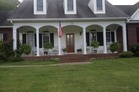Private 2nd floor in country home - Nashville